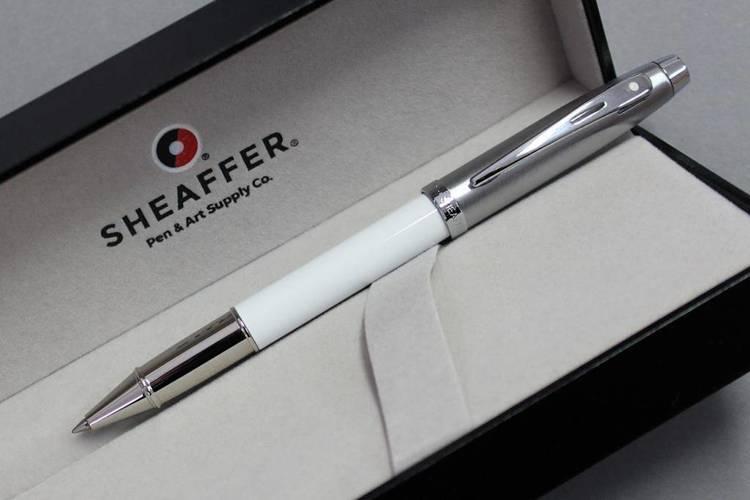 9324 RB Pióro kulkowe Sheaffer kolekcja 100, białe, wykończenia chromowane