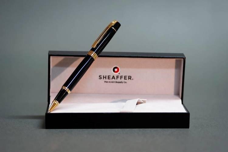 9325 RB Pióro kulkowe Sheaffer kolekcja 300, czarne, wykończenia w kolorze złotym