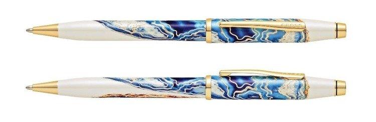Długopis Cross Wanderlust Malta z niebieskim motywem, elementy pokryte złotem